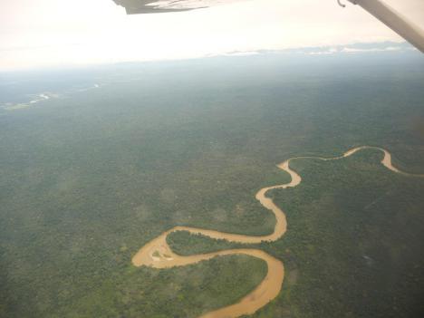 El Guayabero atravesando la selva